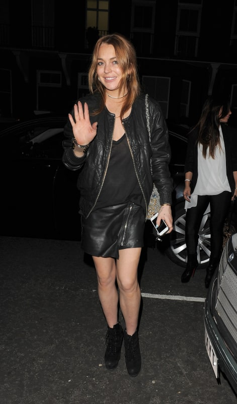 Lindsay Lohan Waves to Paparazzi