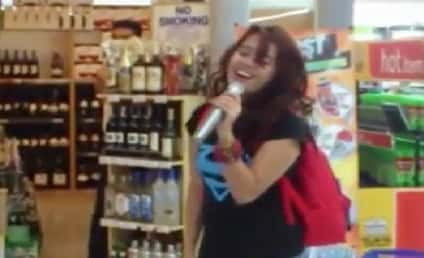 "Zendee Rose, Random Girl, Sings ""I Will Always Love You"" at Mall Karaoke Machine, FLOORS Crowd"