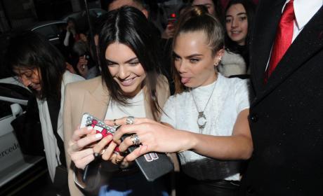 Kendall Jenner, Cara Delevingne Selfie