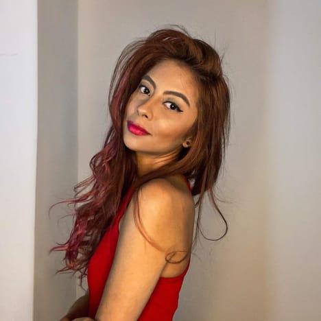 Melisa Zeta is radiant in red