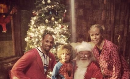 """Kendra Wilkinson and Family Pose with Santa, Wish Fans """"Happy Holidays"""""""