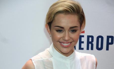 Miley Cyrus Smiling Red Carpet Image