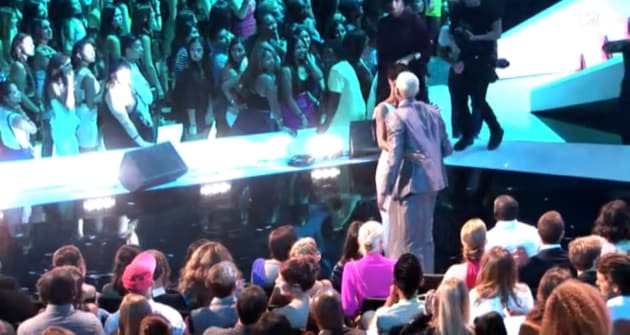 Chris and Rihanna Kiss