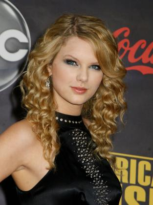 Taylor Swift With Curls