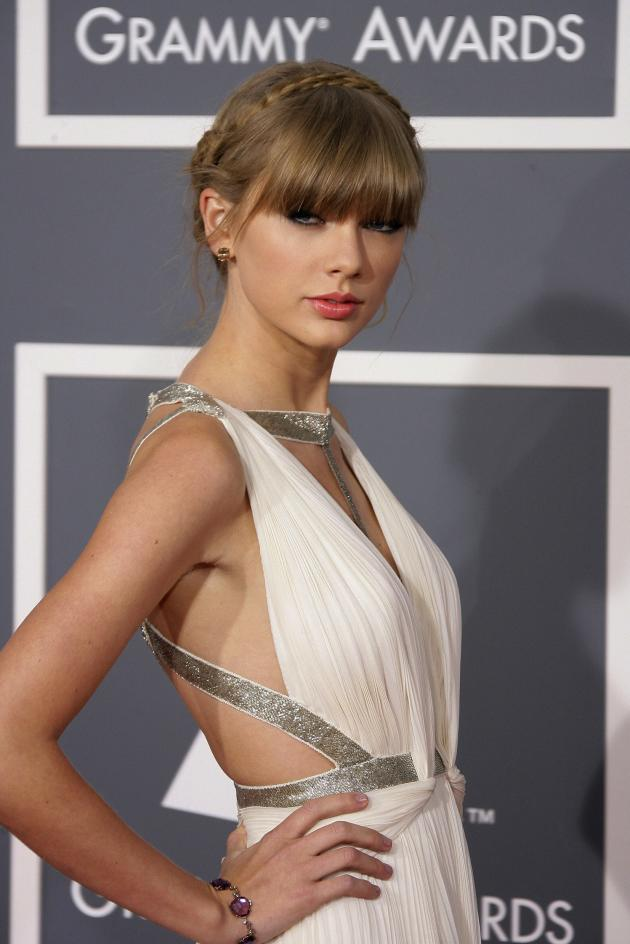 Taylor Swift Grammy Pose