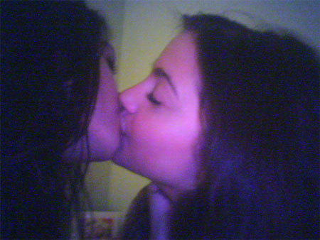 Vanessa Hudgens Kissing Pic