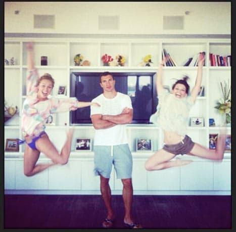 Hayden Panettiere Twit Pic
