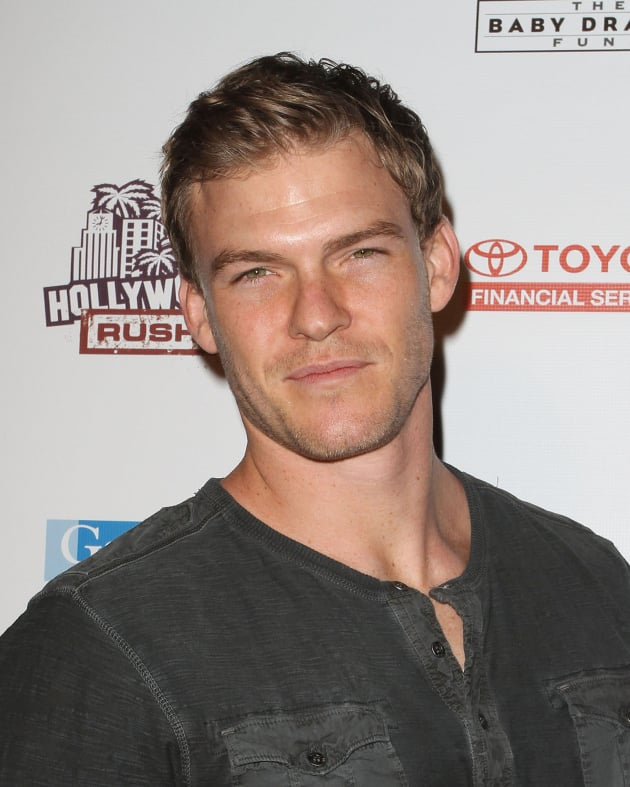 Alan Ritchson Picture