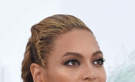 Beyonce Close Up VMAs Red Carpet 2016