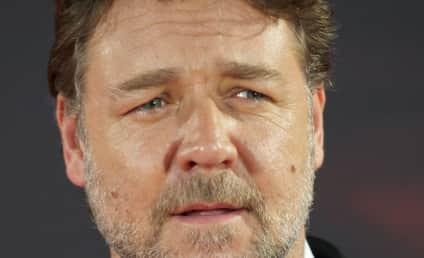 Russell Crowe Tweets Nude Female Crotch Pic, Claims Hacking