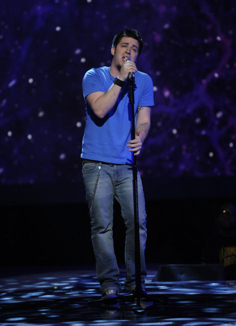 Lee DeWyze Live Performance Pic
