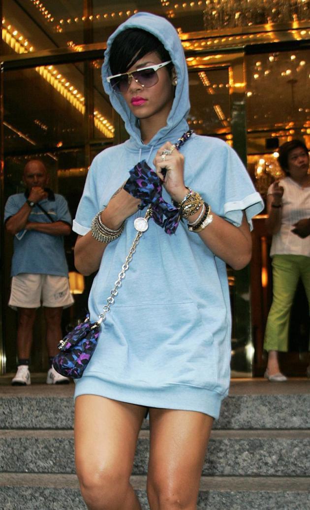 Rihanna: No Pants!