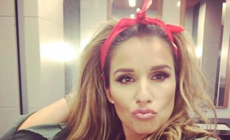 Jessie James Decker Duck-Face Selfie