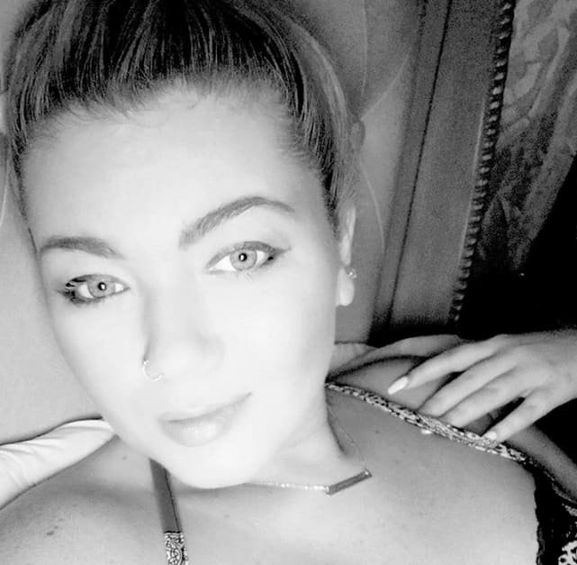 Amber portwood black and white selfie