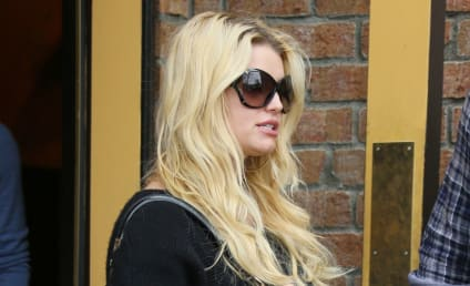 Jessica Simpson Baby Bump Watch: Star Steps Out in Sweater, is Totes Pregnant