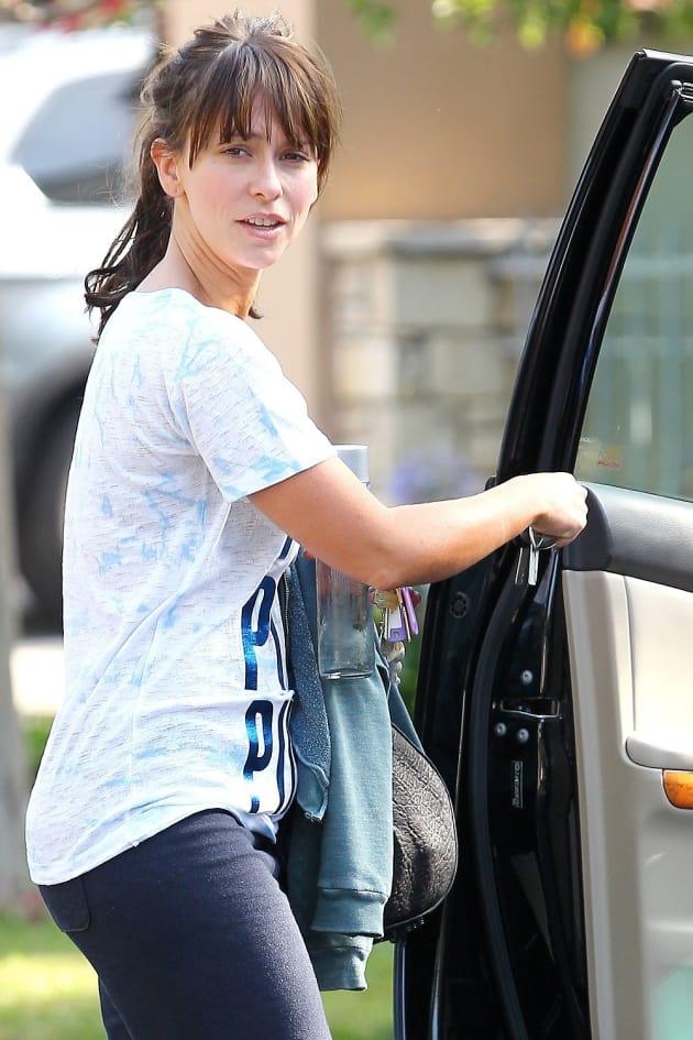 Jennifer Love Hewitt Leaving Gym