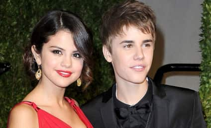 """Justin Bieber & Selena Gomez: Engaged? Married?! """"Special"""" Ring Sparks Elopement Rumors"""