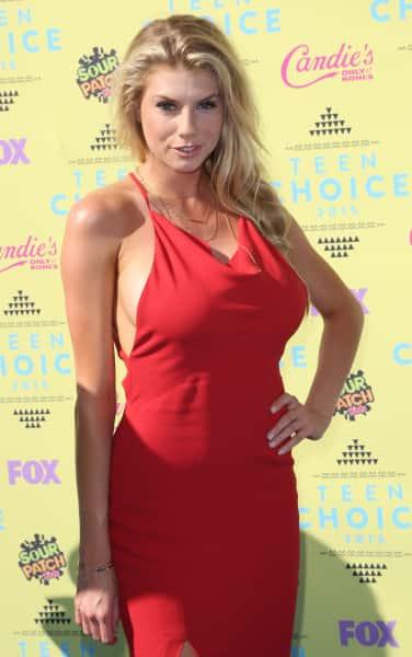 Charlotte McKinney at Teen Choice Awards