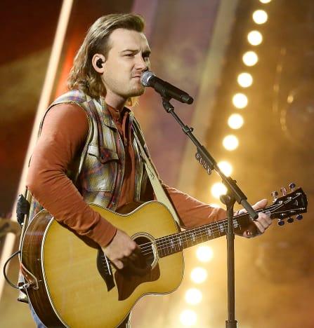 Morgan Wallen con una guitarra