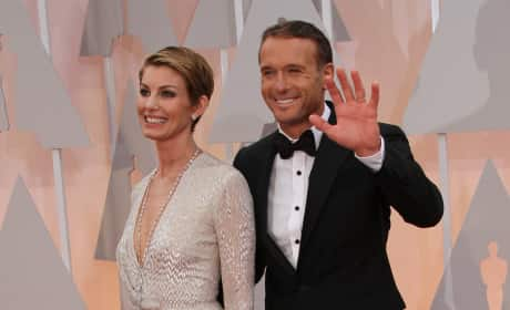 Faith Hill and Tim McGraw Waving - 87th Oscars