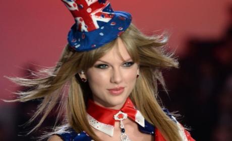 Jessica Hart Disses Taylor Swift!