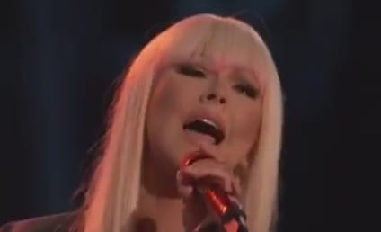"Christina Aguilera, Blake Shelton Perform ""Just a Fool"" on The Voice"