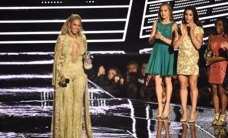 Beyonce Accepts Best Female Video VMAs 2016