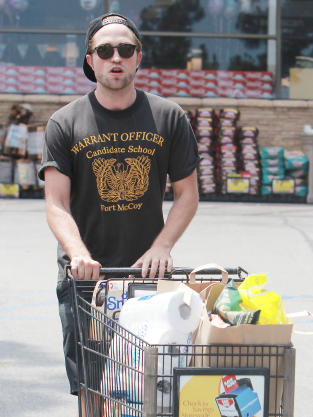 Robert Pattinson Shopping