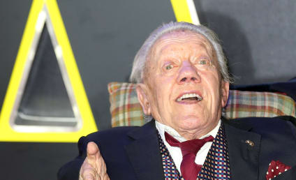 Kenny Baker Dies; Actor Behind R2-D2 was 81
