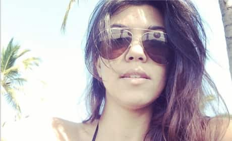 Kourtney Kardashian: Cleavage Selfie!