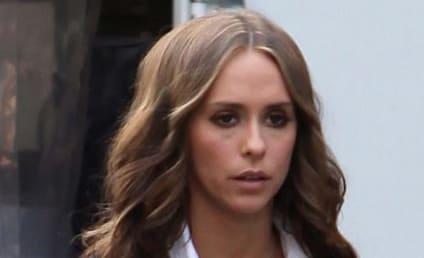 Jennifer Love Hewitt Wears Toga, Loves Ross McCall
