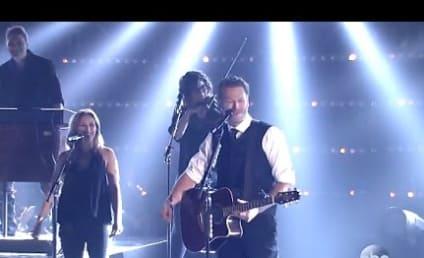 Blake Shelton Performs at the CMAs: WATCH!