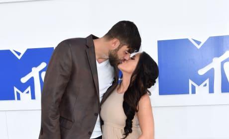 David Eason Kisses Jenelle Evans VMAs 2016