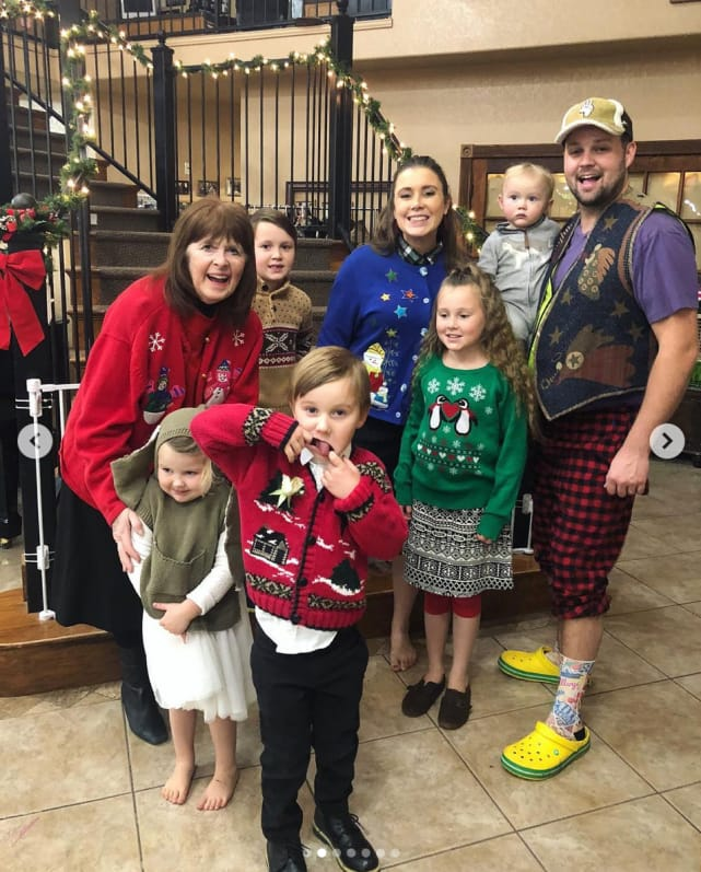 Josh duggar with wife and kids