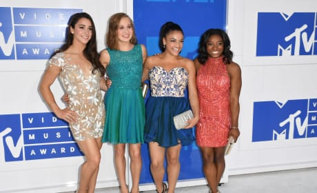 Olympic Gymnasts VMAs 2016