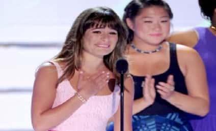Lea Michele Wins Teen Choice Award, Tearfully Remembers Cory Monteith