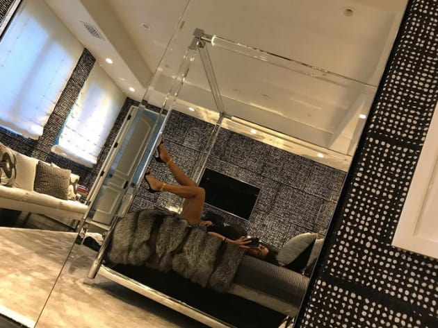 Kourtney Kardashian Taunts Scott Disick With Bedroom Photo The Hollywood Gossip
