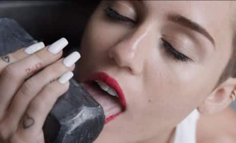 """Miley Cyrus """"Wrecking Ball"""" Report"""