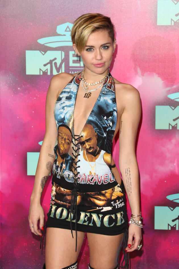 Miley Cyrus on EMAs Red Carpet