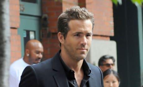 Ryan Reynolds: HOT!