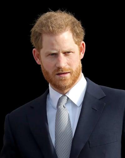 Príncipe Harry con un bonito traje