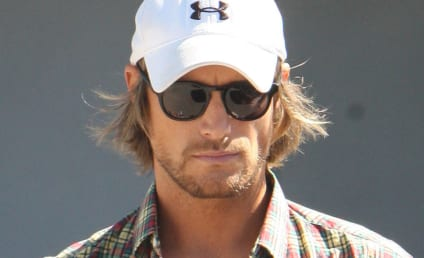 Gabriel Aubry Ogled by Onlooking Cougars