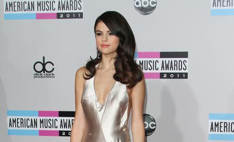 Who's your favorite celeb, Selena Gomez or Robert Pattinson?
