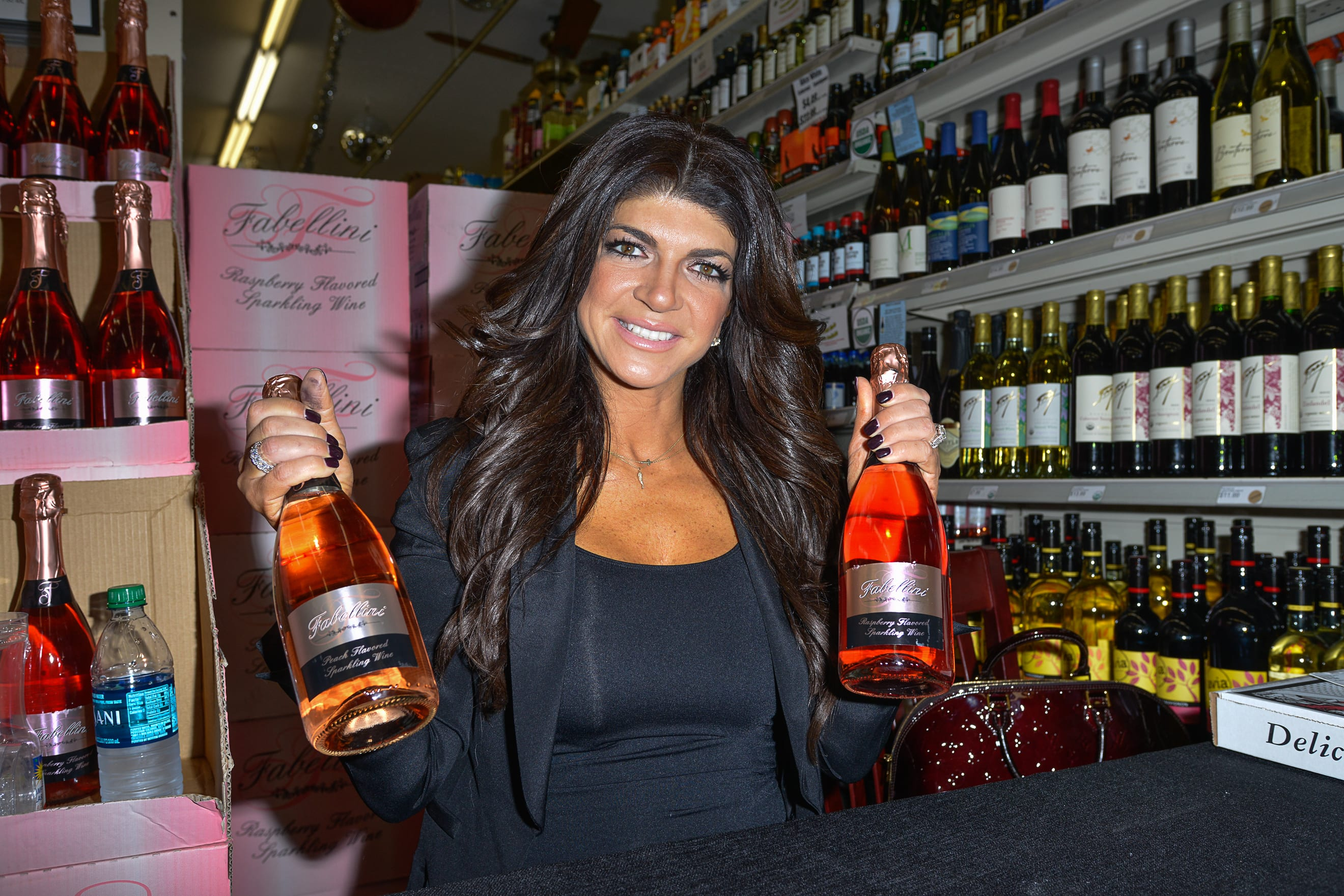 Teresa Giudice Hoping For Early Release Job In Prison Kitchen Lawyer Says The Hollywood Gossip