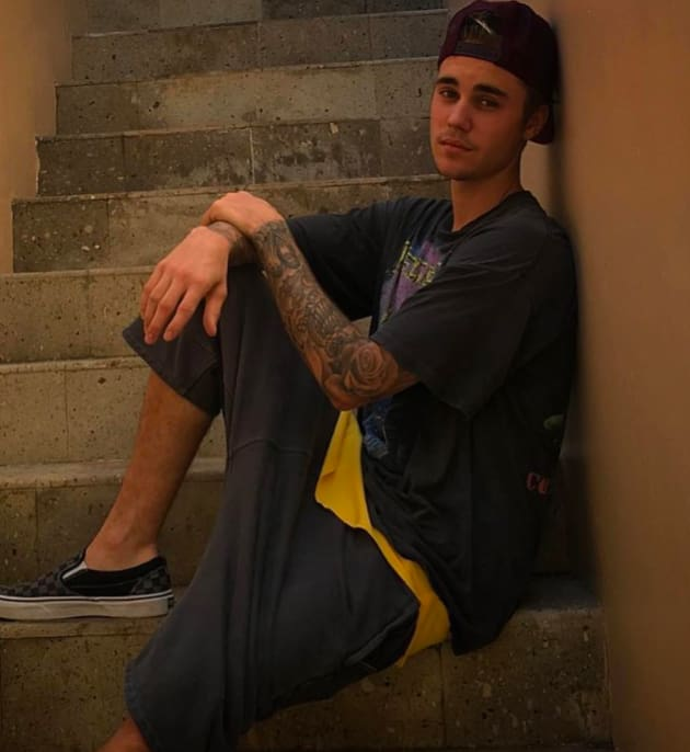 Justin Bieber Sits and Chill