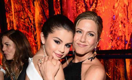 Selena Gomez Jennifer Aniston 2015 Golden Globes