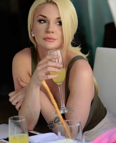 Courtney Stodden Drinks Mimosas