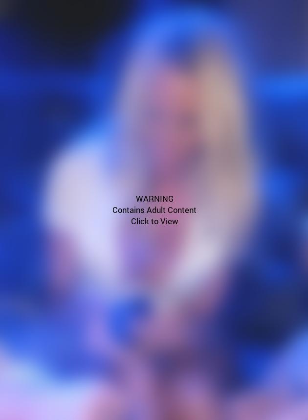 Pamela Anderson Cleavage Photo
