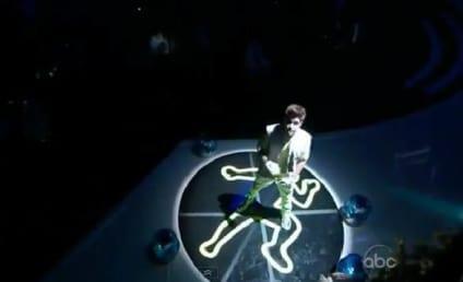 """Justin Bieber Performs """"Boyfriend"""" at Billboard Music Awards"""