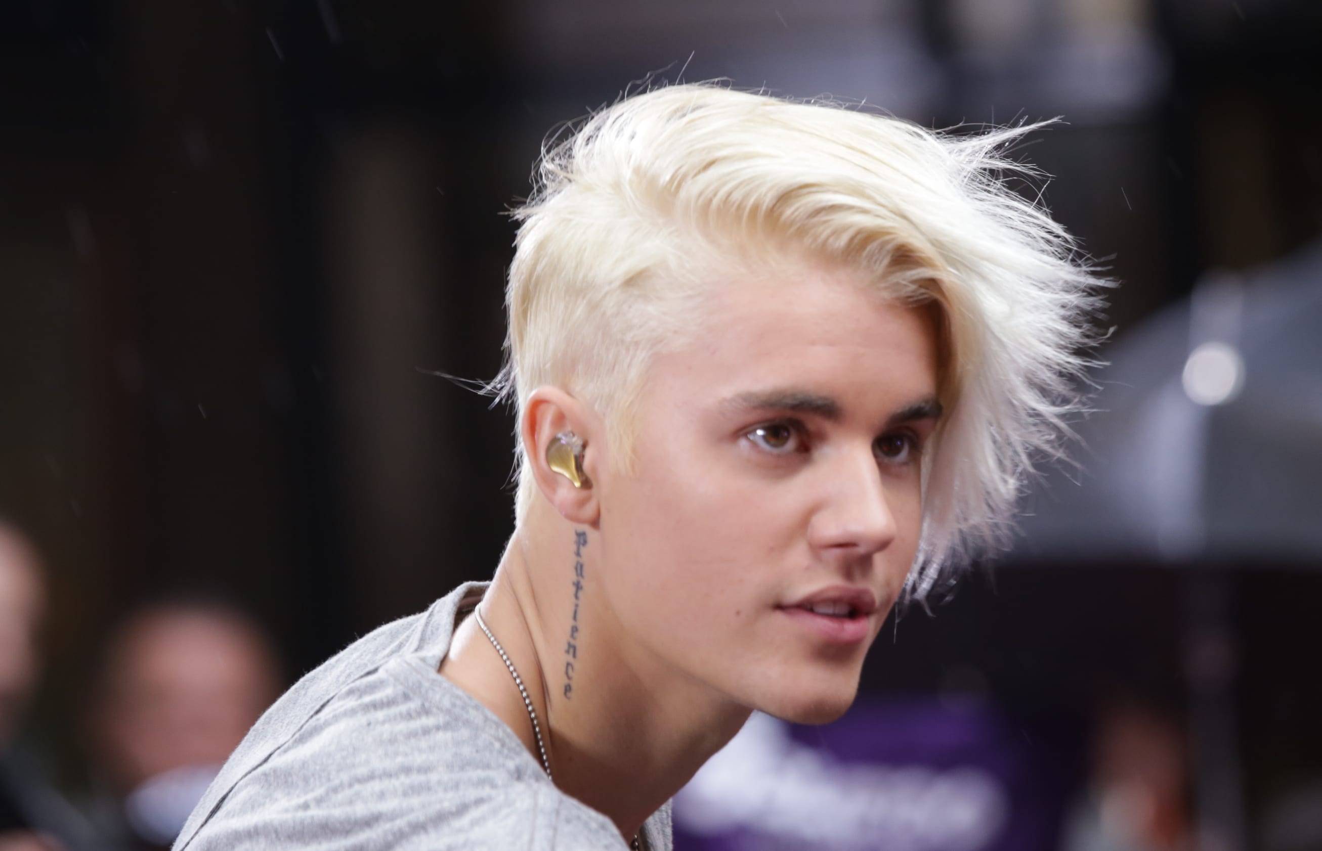 Justin Bieber As A Blonde Love It Or Loathe It The Hollywood - Justin bieber hairstyle on ellen